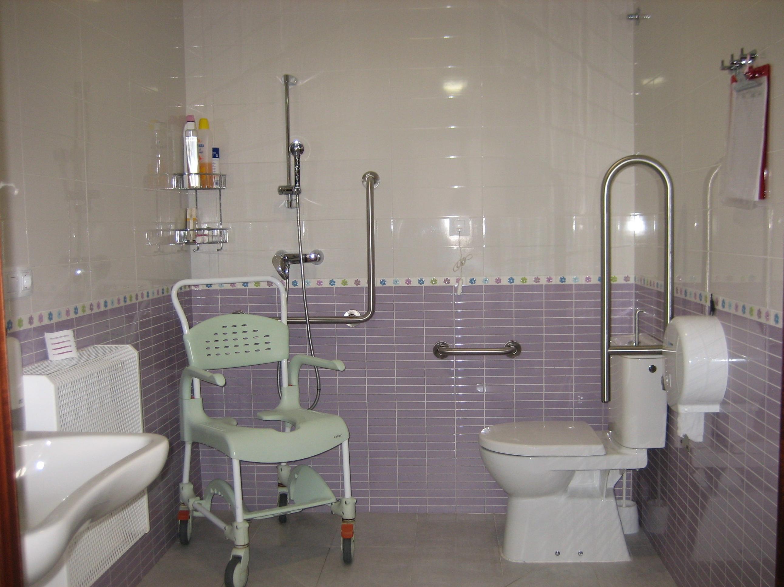 Adaptar el baño para personas mayores y dependientes ...