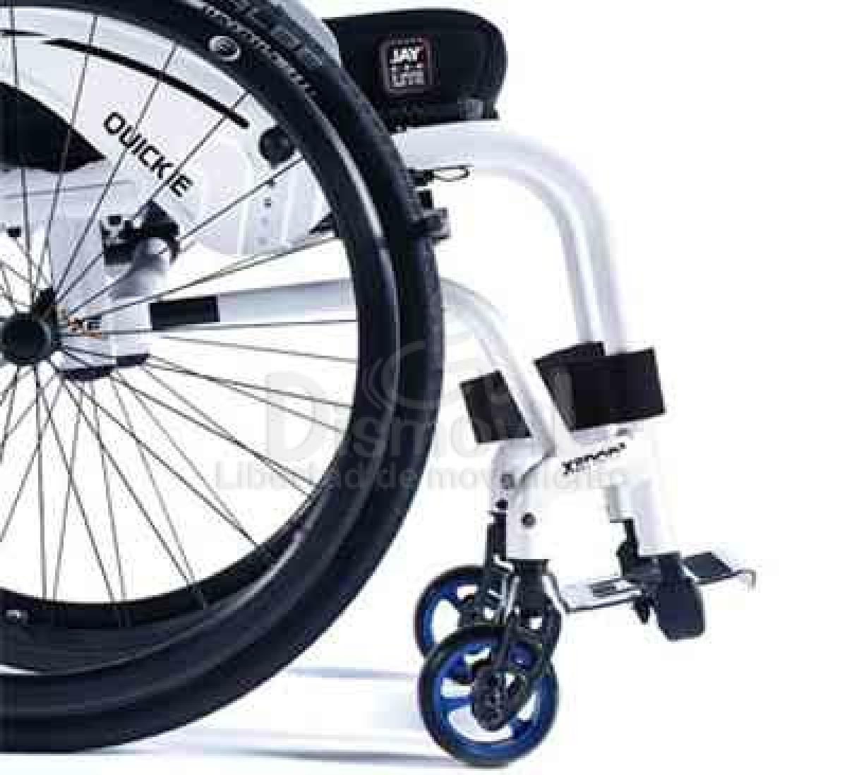 Silla de ruedas plegable con reposapiés fijos Xenon 2